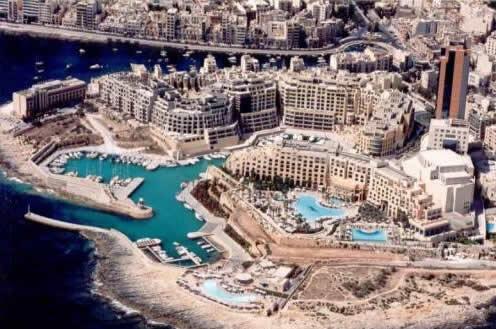 Malta Adasi Irem Gursoy