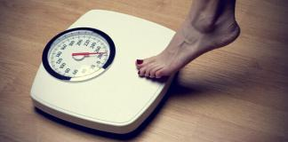womens-feet-on-weight-scale