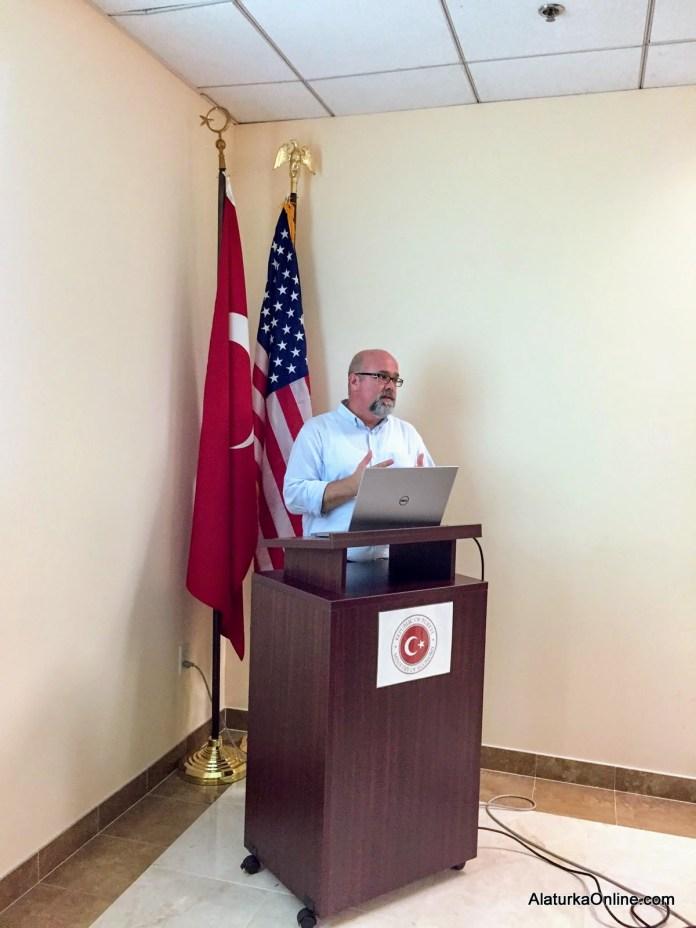 Dr. Hakan Nuri Atahan