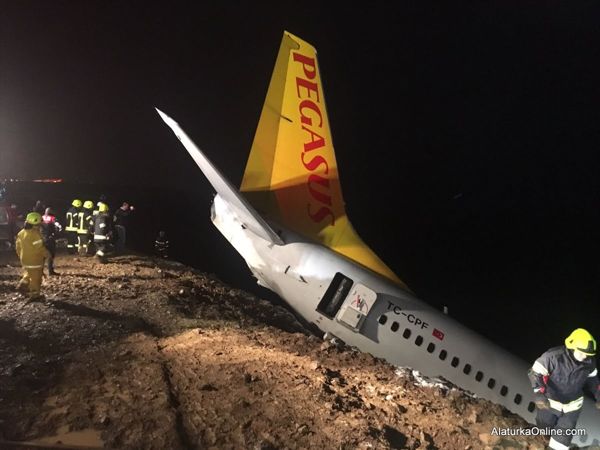 Pegasus Airplane Skids off runway in Trabzon (16)