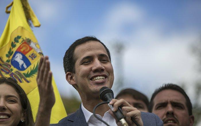 Guaido, Venezüella'ya insani yardım ulaşmasını onlaylayan 'başkanlık' kararnamesini yayınladı