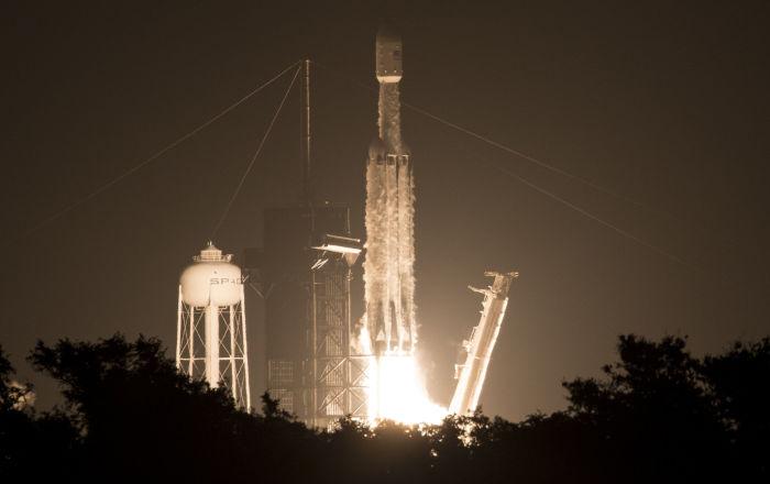 SpaceX, Falcon Heavy roketini üçüncü kez uzaya fırlattı