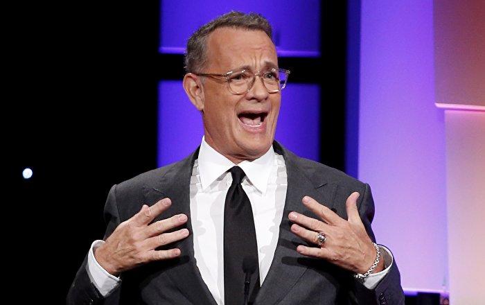 Tom Hanks 'imajını bozmak için' canlı yayında hırsızlık yaptı: Kendi maketini çaldı