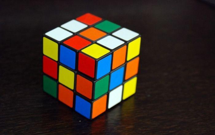 Bilim insanları Rubik küpleri bir dakikadan az sürede çözebilen algoritma geliştirdi