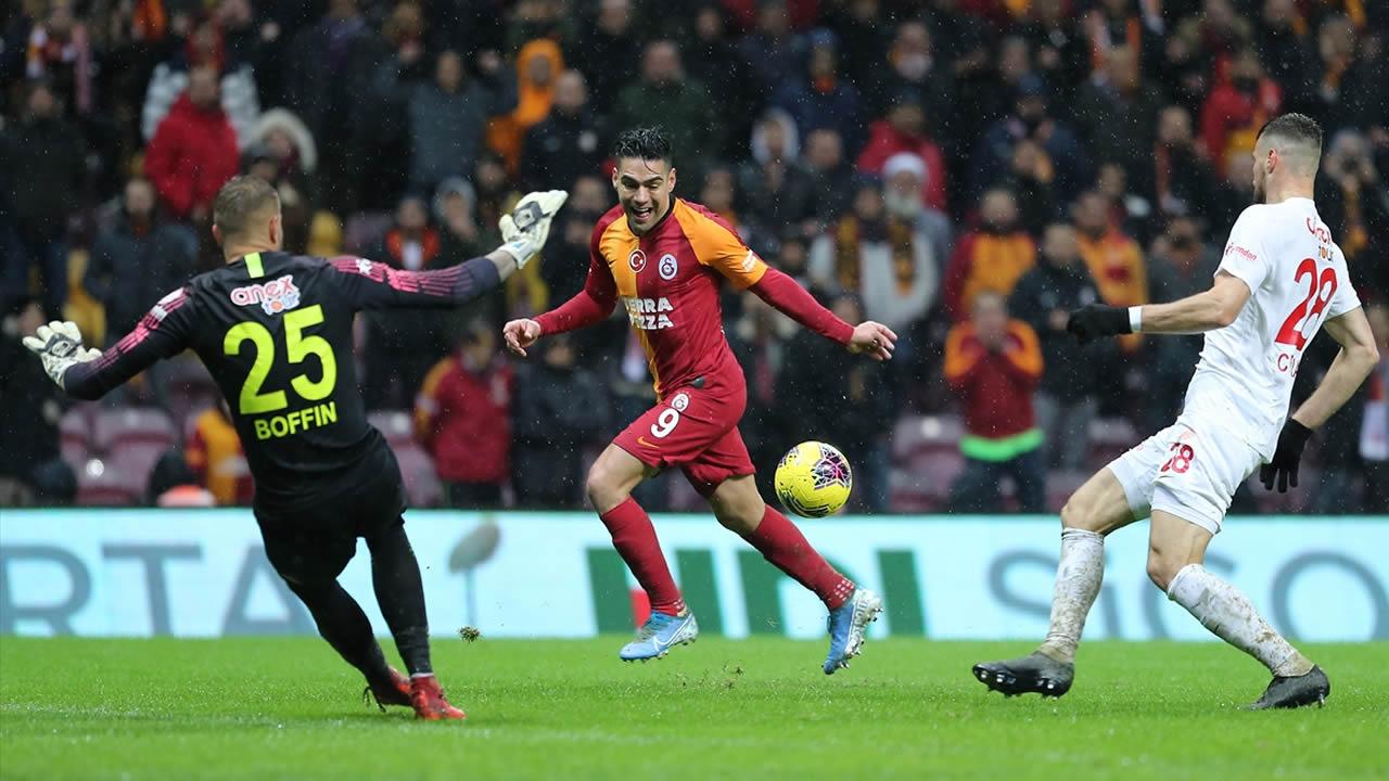 Galatasaray 5 – Antalyaspor 0 Maç Özeti İzle