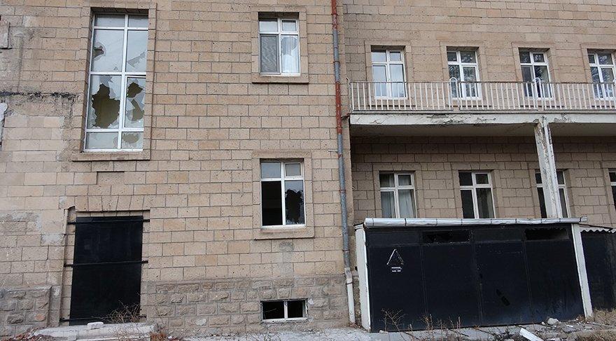 Fuhuş yapıldığı iddialarıyla gündeme gelen eski hastane binasında sancı sürüyor
