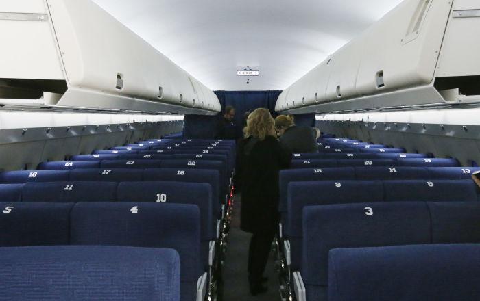 Uçakta koltuğunu değiştirmek için hasta numarası yapan kadın gözaltına alındı