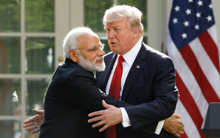 Trump: ABD'deki mitingler artık kesmez, Hindistan'da beni selamlamaya milyonlar ve milyonlar gelecek