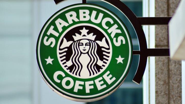 Starbucks bir ülkede 1600 çalışanın sözleşmesini askıya aldı