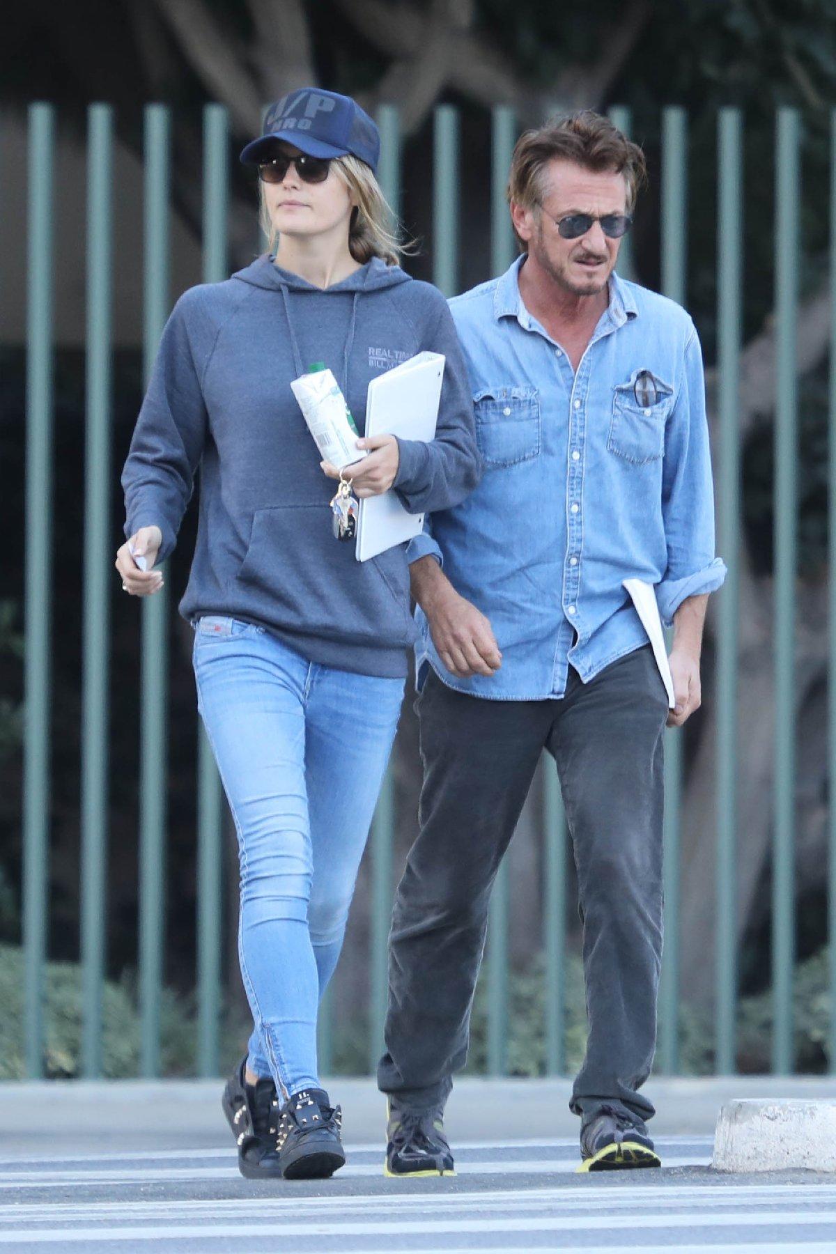 Sean Penn, kendisinden 31 yaş küçük sevgilisiyle evlendi