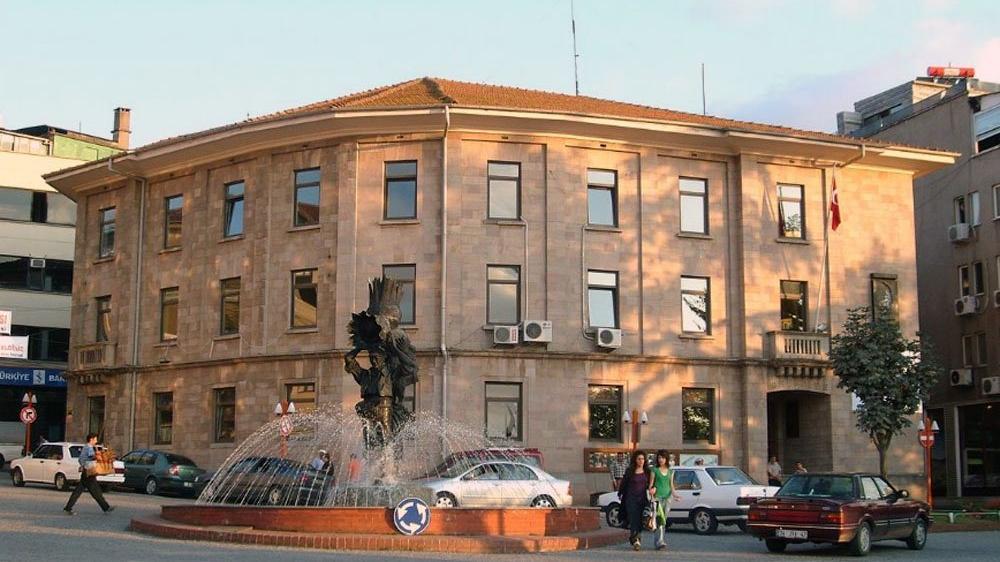 AKP'li başkan işe yerleştirdiği yöneticisinin banka kartına el koymuş