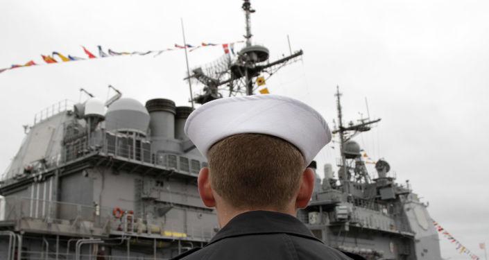 ABD savaş gemisi USS Monterey, İstanbul Boğazı'ndan geçti
