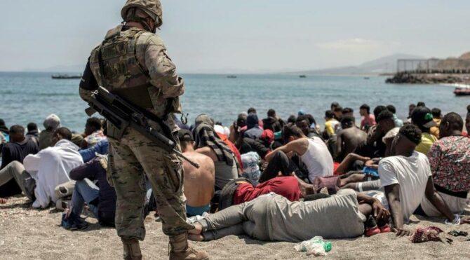 İspanya, 8 bin düzensiz göçmenin yarısını geri gönderdi