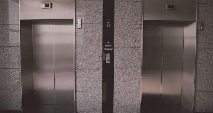 ABD'de sel felaketi 3 genci asansörde yakaladı