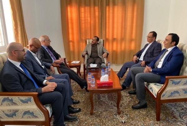 Photo of وفد الحوثي للسفير البريطاني: السعودية لم تستجيب لدعواتنا نحو السلام وغارات الحديدة رد سلبي واضح