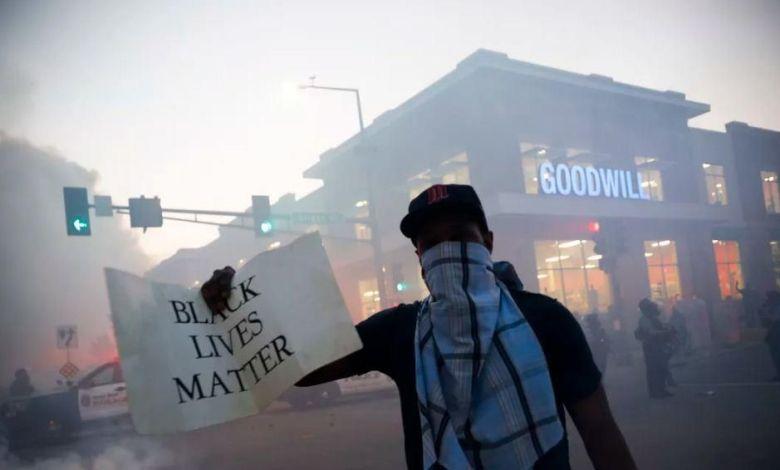 """Photo of انفجار الوضع في امريكا و""""الديمقراطيون"""" يطالبون بـ """"قيادة حقيقية"""" (تفاصيل)"""