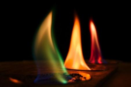 ألوان النار و المعجزة النبوية التي أبهرت الجميع