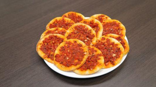 """كيف تصنع الفطائر """" فطائر الطماطم و فطائر اللحمة المفرومة """""""