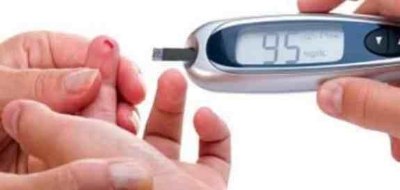 معدل السكر الطبيعي في الدم  والعوامل المؤثرة في ارتفاعه