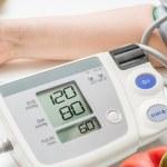 ضغط الدم الطبيعي والفرق بينه وبين ضغط الدم المرتفع والمنخفض
