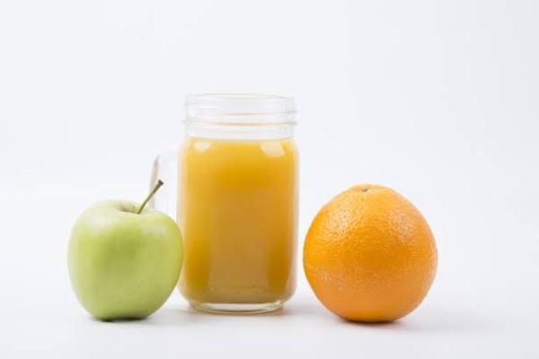 عصير التفاح والبرتقال معا وفوائدهما و اروع طرق التحضير