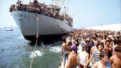 La Nave Dolce Lo Sbarco Della Nave Vlora In Una Scena Del Documentario 2483161