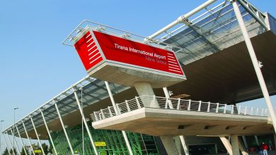 Aeroporto di Tirana albanesi rimpatriati