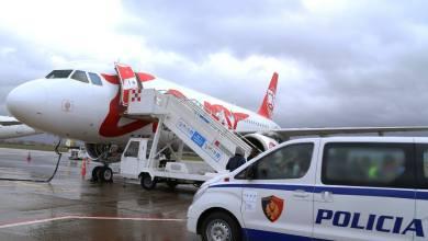 Aeroporto Di Tirana Polizia Albanese Richiedenti Asilo