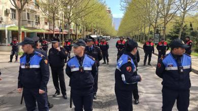 Polizioti Davanti Tribunale Di Tirana