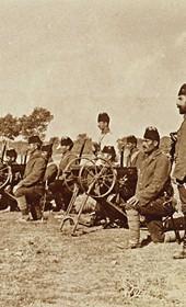 "Jäckh038: ""Turkish machine-gun platoon"" (Photo: Ernst Jäckh, ca. 1910. Courtesy of Rare Books and Manuscript Library, Columbia University, New York, 130114-0039)."