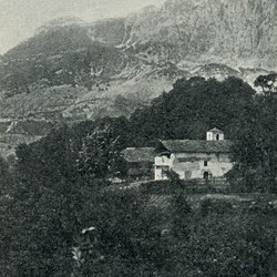 "EL1909.065: ""The church of Gjoni and home of the bishop"" (Photo: Erich Liebert, 1909)."