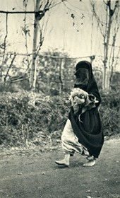GM008: Woman going to market at Shkodra, veiled but barefooted (Photo: Giuseppe Massani, 1940).