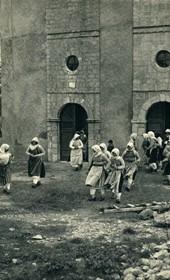 GM017: Women of Bërdica emerging from mass (Photo: Giuseppe Massani, 1940).