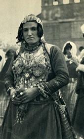 GM018: Woman in the costume of Bërdica near Shkodra (Photo: Giuseppe Massani, 1940).