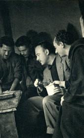 GM049: Giuseppe Massani watching Shala tribesmen kneading bread (Photo: Giuseppe Massani, 1940).
