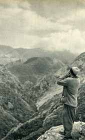 GM061: Man calling out in the mountains of Kruja (Photo: Giuseppe Massani, 1940).