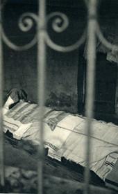 GM068: A Muslim grave in a mausoleum (tyrbe) in Tirana (Photo: Giuseppe Massani, 1940).