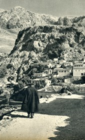 GM088: View of Dhërmi in Himara (Photo: Giuseppe Massani, 1940).