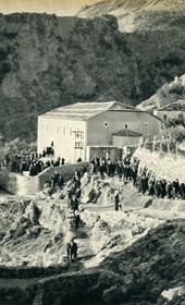 GM089: People leaving church in Dhërmi (Photo: Giuseppe Massani, 1940).