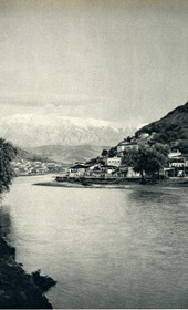 GM098: The Osum River near Berat, with Mount Tomorr in the background (Photo: Giuseppe Massani, 1940).