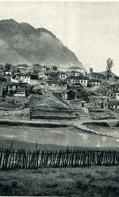 GM099: View of Leskovik near the Greek border (Photo: Giuseppe Massani, 1940).