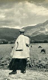 GM110: A shepherd near Gjirokastra (Photo: Giuseppe Massani, 1940).