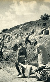 GM152: Road construction between Durrës and Vlora (Photo: Giuseppe Massani, 1940).