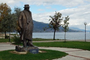 Denkmal von Lasgush Poradeci in den Parkanlagen am See in Pogradec