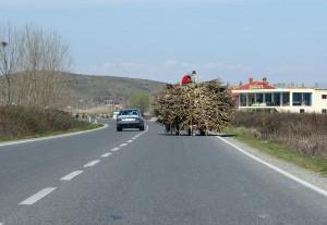 Überholmanöver auf Schnellstrasse in Nordalbanien