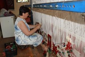 Teppichknüpferin im Bazar