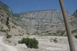 Strasse zwischen Kelmend und Selca vor der Asphaltierung