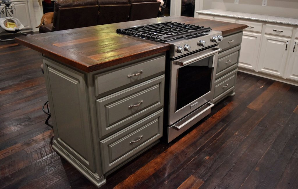 Dirty Top Pine has met its match in this Kitchen Design!