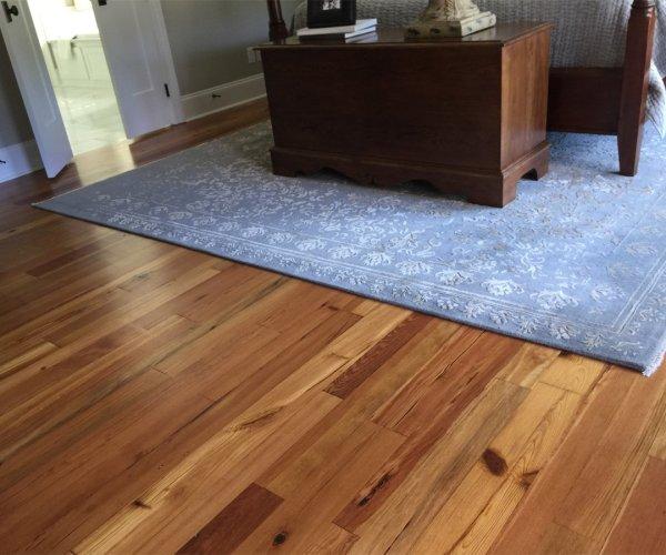 antique-heart-pine-flooring-bedroom
