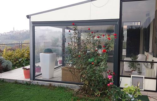 X1 è la tenda a rullo con cavi in acciaio inox ideale per finestre e terrazze. Tende A Rullo Esterni Alba Tende Alba Tende